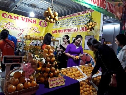 Vinh oranges and Nghe An specialties week opens in Hanoi