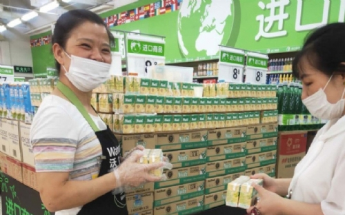 First Vietnamese dairy products sold at Walmart